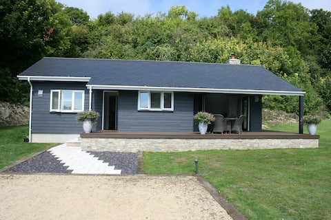 Luxury contemporary cabin in the village of Upwey,