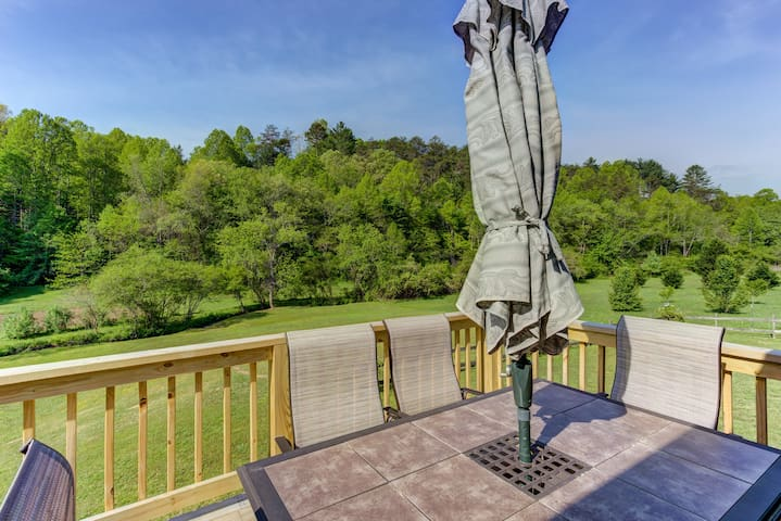 NEW LISTING! Creekside home w/ private hot tub, deck & fireplace!