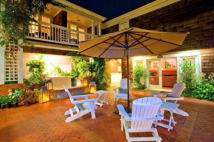 10 Courtyard Premier