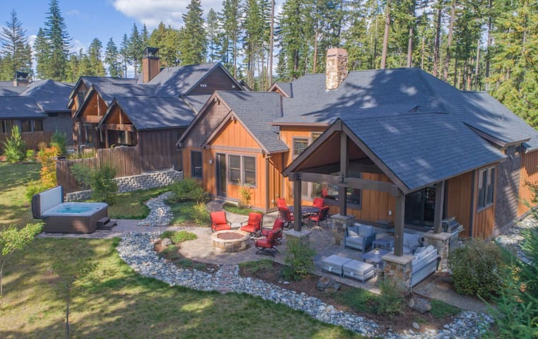 Fantastic outdoor living space, with plenty of comfortable furniture and a private hot tub!