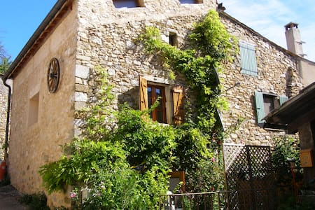 Le refuge : petite maison dans petit village - Chauvac-Laux-Montaux - Dom