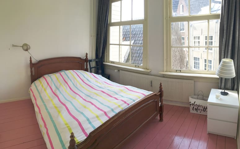 One bedroom in an Amsterdam-style canal house - Amsterdam - Apartmen