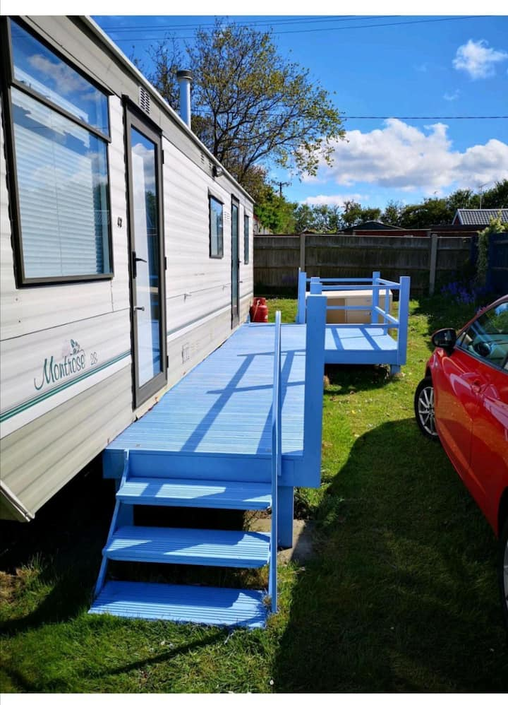 Superb 4 berth caravan at Beach Estate Caravan Park in Norfolk ref 48047B