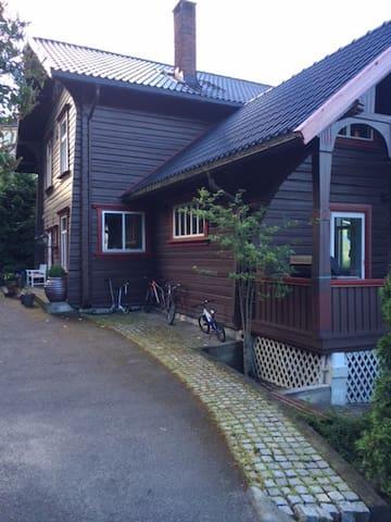 Tømmervilla Bekkestua - Bærum - Huvila