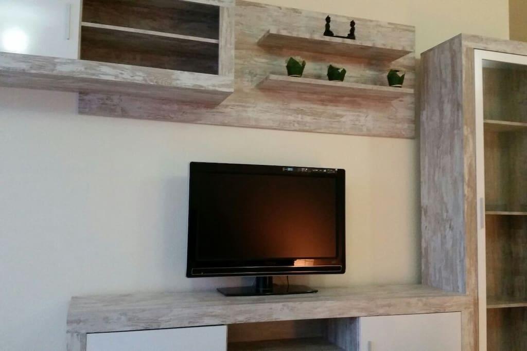 """Otro espacio del salón con TV 32"""""""