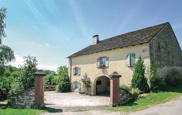 Holiday cottage with 3 bedrooms on 130 m² in La Vaivre
