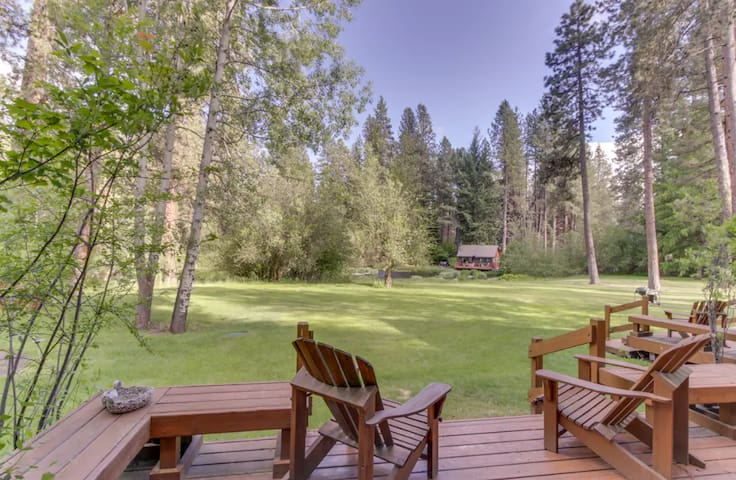 Private cabin (4) located in the beautiful Metolius River Resort only Steps Away from the Metolius River - fishing, BBQ and more