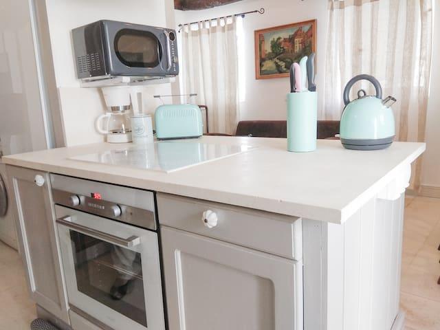 Gemeinsam Kochen an offenen Küchenblock.... Cooking fun at the open kitchen counter...