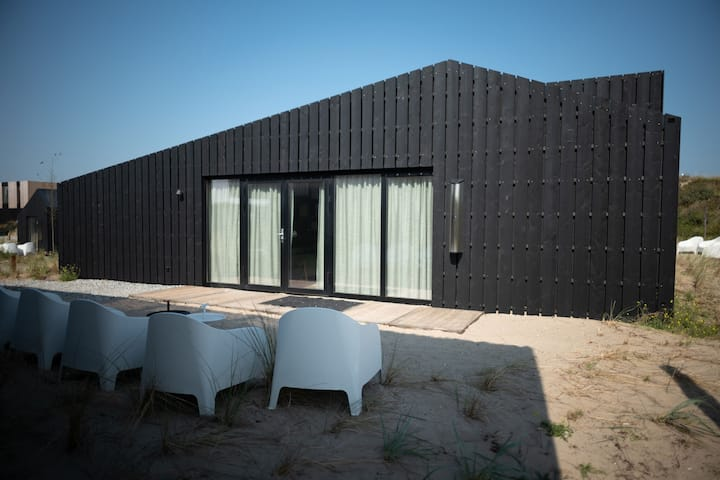 Modern lodge with dishwasher, 100 m from the beach