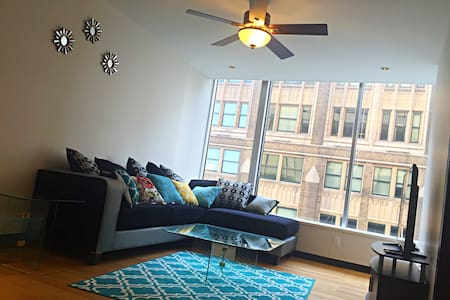 Clean Modern Downtown Apt With City View & Parking - St. Louis