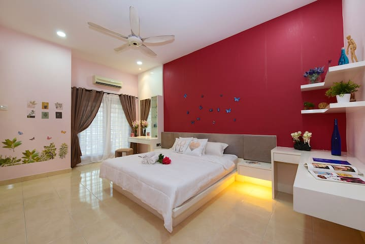 Second floor: * Room (2-4paxs) Master bedroom (804) with 1 king sized bed #Additional single bed  (single bed ) - air-conditioned & ceiling fan - Attached  toilet with water heater shower - luggage / prayer area - private balcony