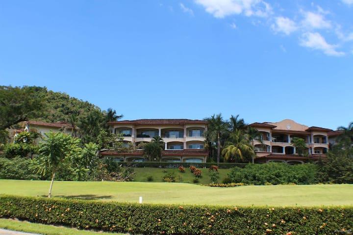 Colonial Condo - Ocean & Golf Views in Los Sueños