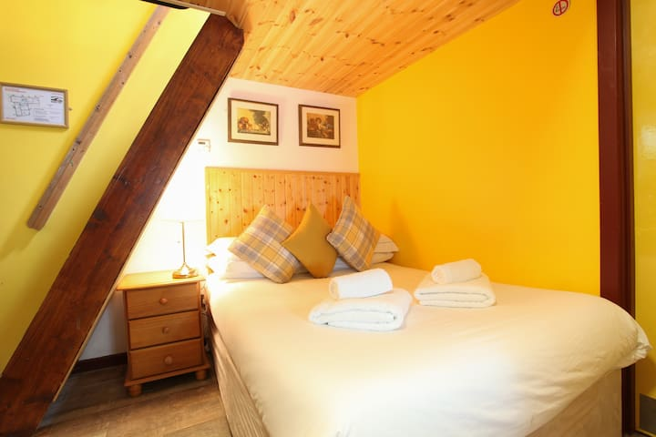 Moville Boutique Hostel - Family Room 5 Person
