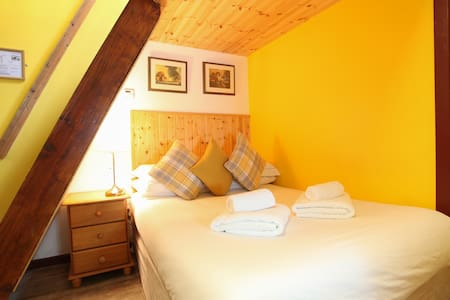 The Yellow Room - Moville Boutique Hostel