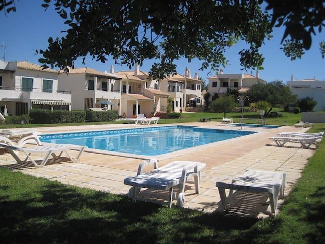 Tranquilo T2 com piscina em Pera,Algarve - Pêra - Daire