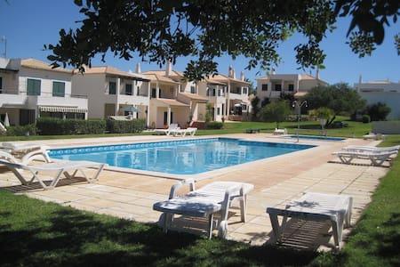 Tranquilo T2 com piscina em Pera,Algarve - Pêra