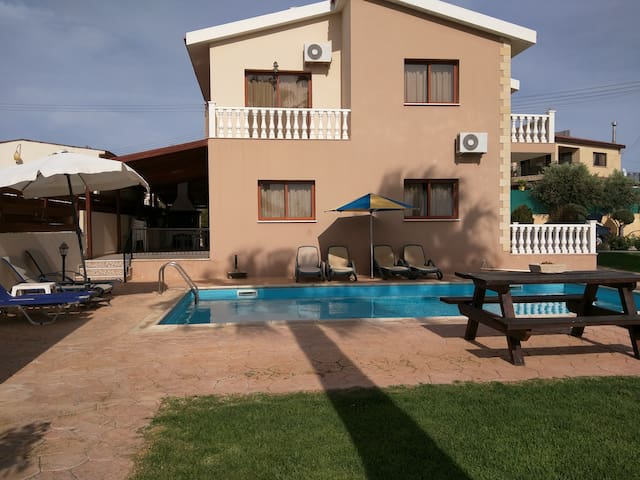 3 bed villa with lovely  pool - Peyia - Casa