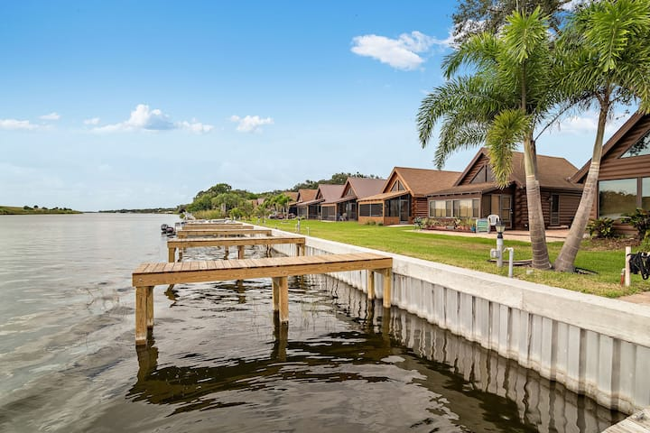 Lake Okeechobee Log Cabin, Direct Waterfront