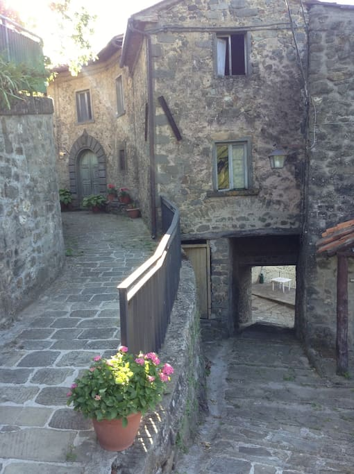 Via della Ruga with stairs leading to downstairs apartment street and piazza (20m).