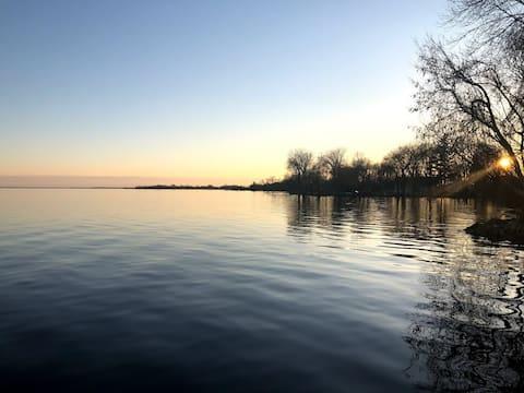 Lake Poygan Retreat: The Bell Cottage