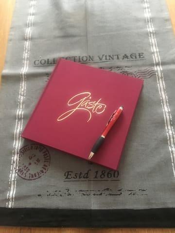 Unser Gästebuch habe ich von Helen bekommen.....soo liab
