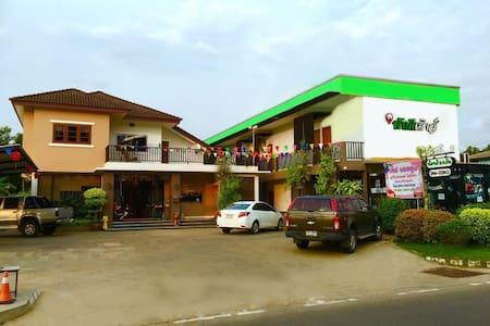 Phakdee House