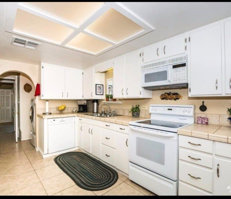 In the kitchen you will have access to the refrigerator and freezer, microwave, stove, sink, Keurig (please bring your own K-cups and coffee add ons), Brita.