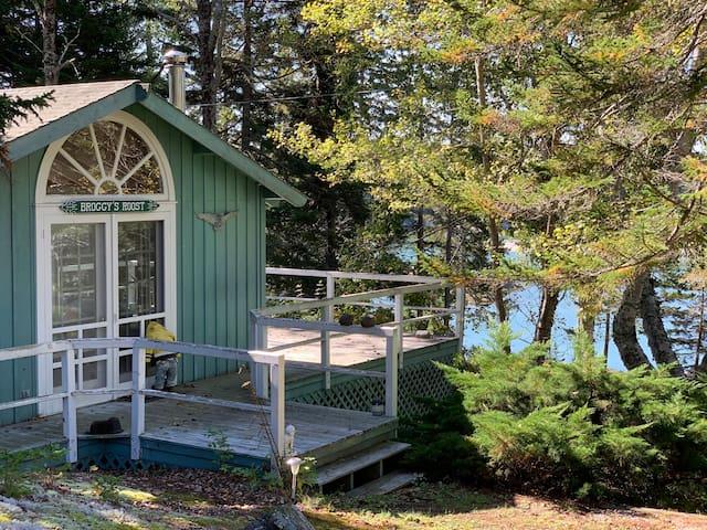Private Waterfront Cabin