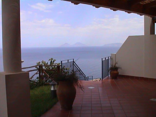 vue de reve face aux iles Eoliennes - Gliaca - Apartment