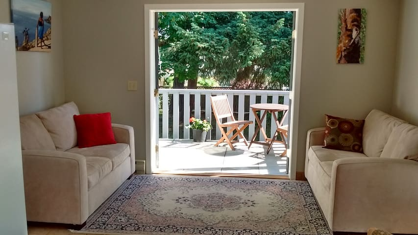 Cozy Cottage in Ganges - Salt Spring Island
