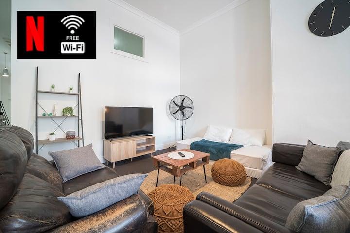 Private Room in NEWTOWN Hideaway - NETFLIX/WiFi