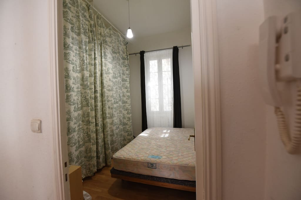 1 chambre privative / Lit Double / Private Room / King Size Bed