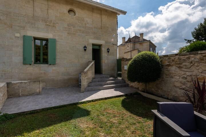 Maison vue sur les vignes de St Emilion ***