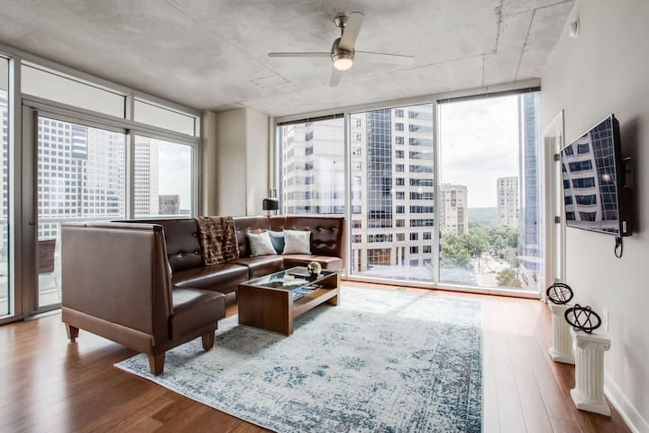Splendid Corner 2BR Midtown Luxury Apt w Views