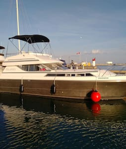 A night on a boat in the Cobourg Harbour - Cobourg - Vene