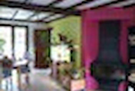 Chambre privée à 15 eur/jour ds villa à Florennes - Florennes