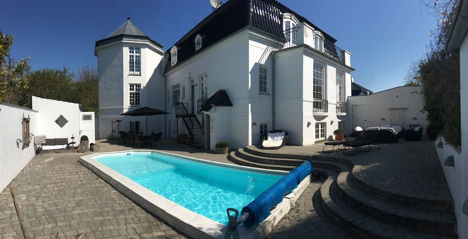 Luxury house with pool & oceanview - Klampenborg - House