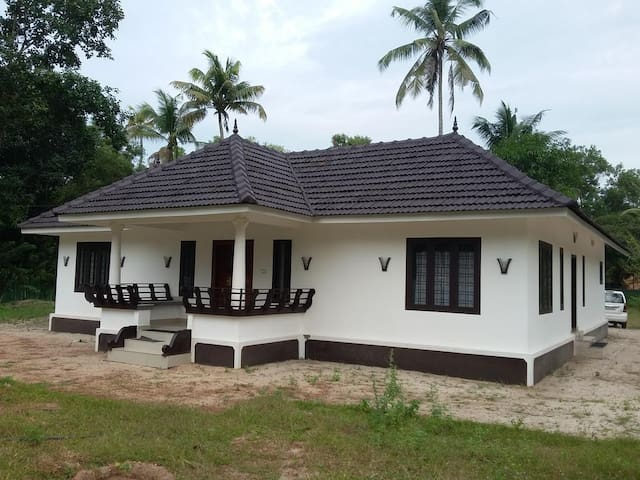Stay in old Kerala architectural style homestay - Alappuzha - House