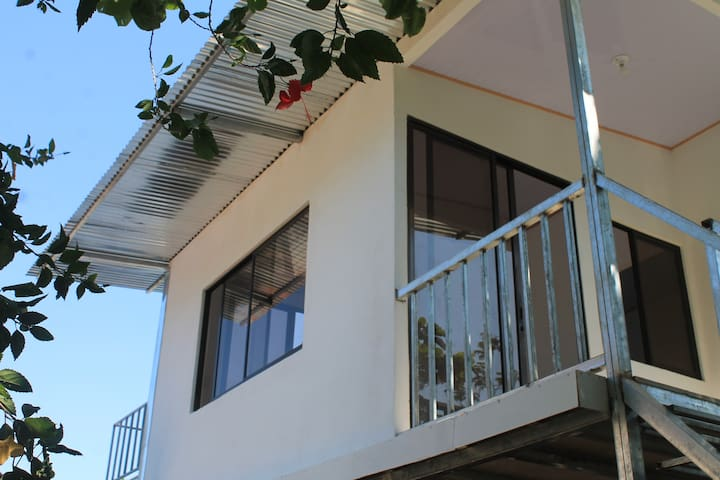 New Aparment on Second Floor 3 Min walk to Beach