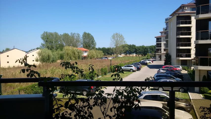 Аппартамент у моря в комплексе с бассейном - Shkorpilovtsi - Apartemen