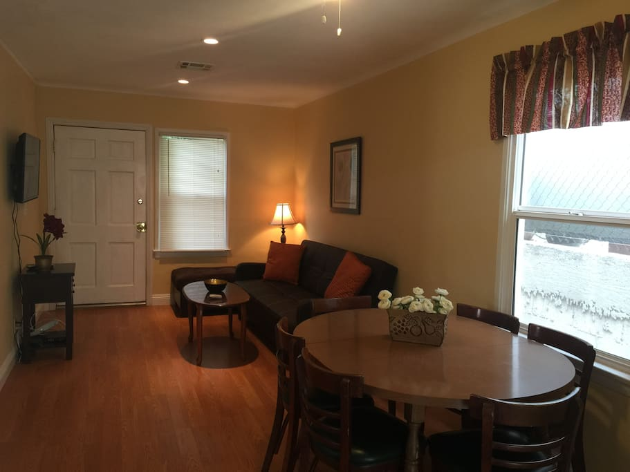 Nice 2 Bedroom Home In Burbank Houses For Rent In Burbank California United States