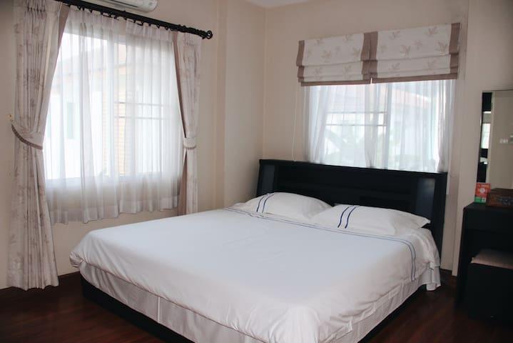4号:2楼单间大床房