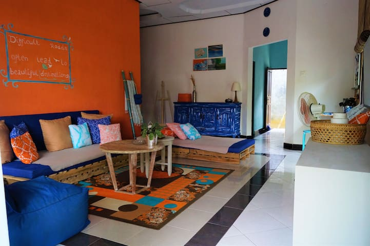 1 BEDROOM - COLORFUL HOME - CANGGU BERAWA