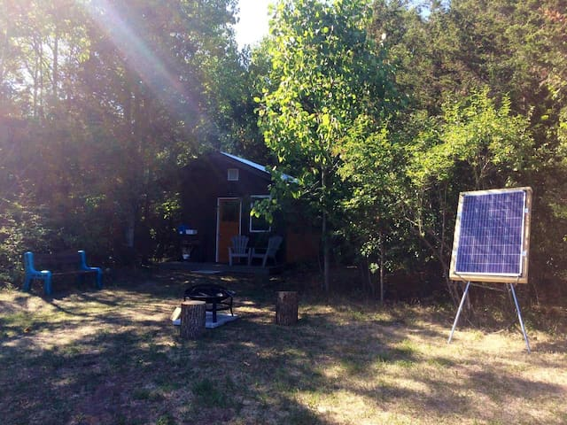 The cabin has solar power to refresh your batteries. Cell phones, laptop or other small appliances can be plugged in during your stay. There are also interior and exterior lights available.
