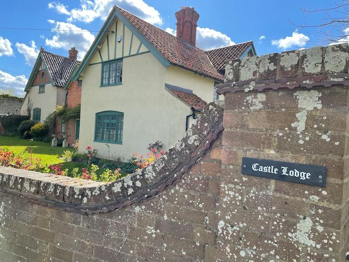 Mettingham Castle Lodge, Big House, Kids & Pets ok
