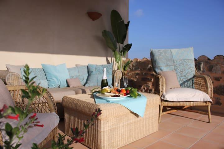 Neu renoviertes Dorfhaus Casa Es Pontas mit Pool - Santanyí - Hus