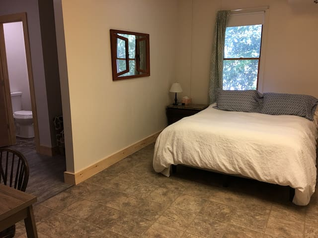 The Sanctuary B&B - Queen Suite with Kitchenette