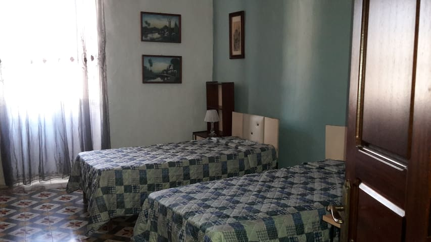 One Double Private Room/ Bathroom - Il-Mellieħa