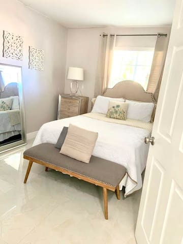 Modern Room In Kendall Area