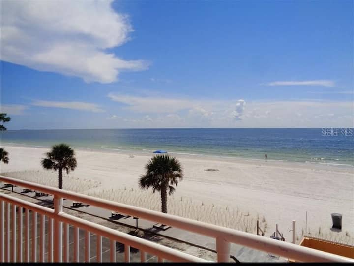 Gulf view condo!! Location Location Location!!